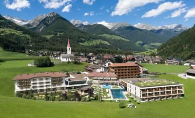 hotel schwarzenstein luttach s dtirol die besten 1000 hotels der welt. Black Bedroom Furniture Sets. Home Design Ideas
